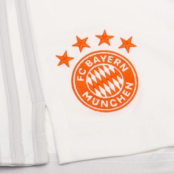 Бавария Мюнхен гостевая форма сезон 2020-2021